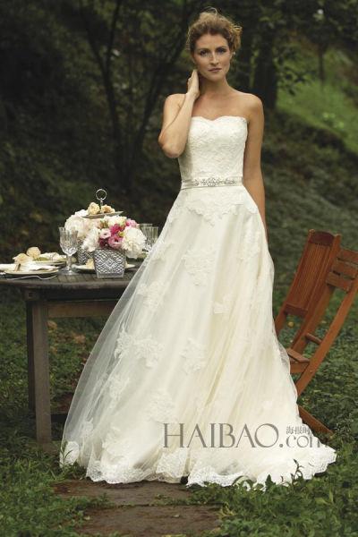 华丽细节带来优雅新娘造型示范简约线条凸显气质