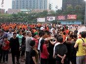 四川自贡跳广场舞老人为争地盘打架