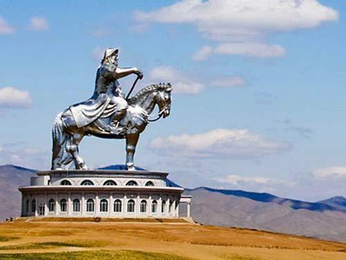 它是为了纪念令人褒贬不一的蒙古帝国的开创者——成吉思汗