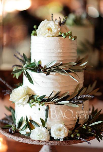 用鲜花装点的婚礼蛋糕为婚礼季奉上甜蜜祝福