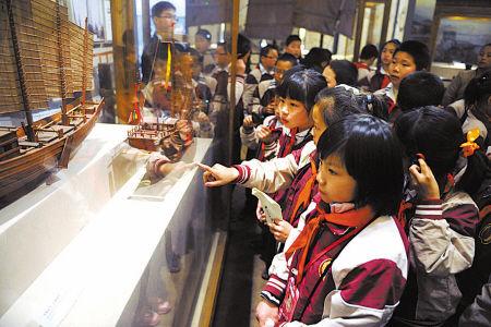 外来民工子女参观宁波帮博物馆