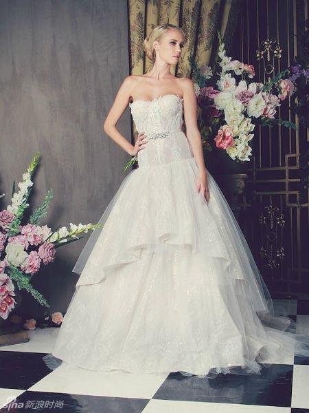 蕾丝控嫁衣华丽裙摆塑造公主范新娘