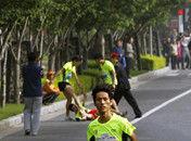 男子路跑比赛途中两次被打仍夺亚军