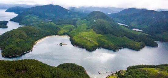 群山、峡湾、湖泊与岛屿,一望无垠。从天空中俯瞰这一省份,更能领略到它的幅员辽阔。