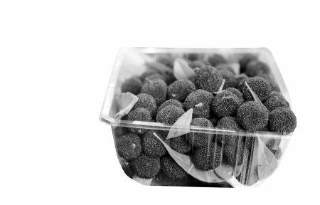 我市一家水果店里出售的昆明杨梅。记者 许天长 摄