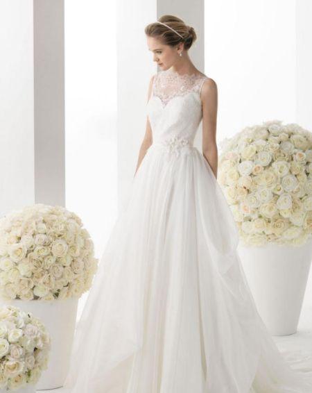 纯白公主梦蕾丝婚纱打造优雅童话新娘