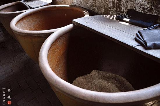 这种酒以乌镇本地自产的大米为主要原料