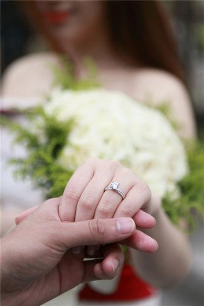 组图:摸透女朋友性格选婚戒求婚成功率100%