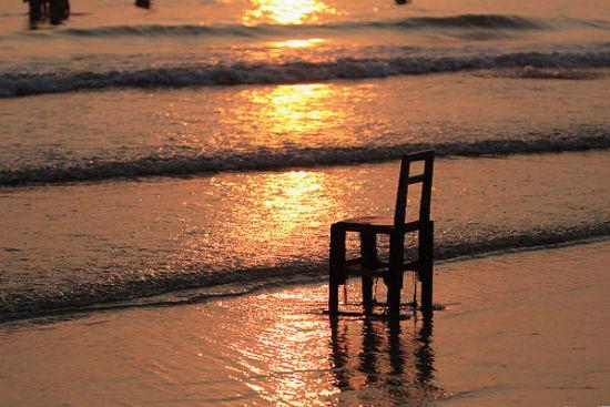 漫步海滩观海天共色,唯美无限