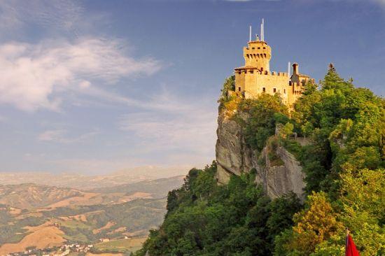 圣马力诺 山顶上的城堡小国