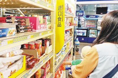 超市进口食品专柜。