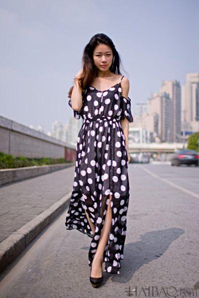 波点长裙梦幻来袭达人教你演绎都市慢时尚