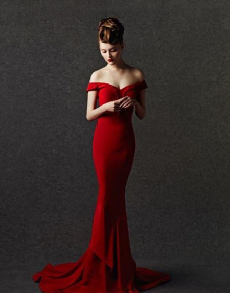 中式婚纱也美丽极致红色让你变婚礼派对焦点