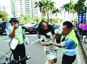海口一名女司机不满处罚打伤交警