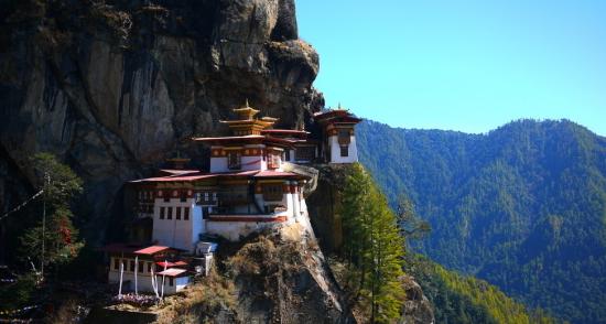 建在帕罗山谷900米高空中的虎穴寺,是不丹的封面。