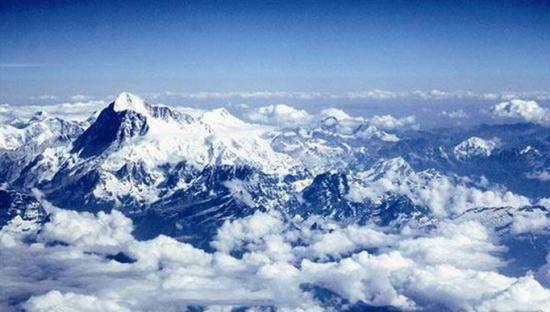 如果天气好,飞机即将抵达帕罗机场时可以欣赏到喜马拉雅山露出的绝美容颜。