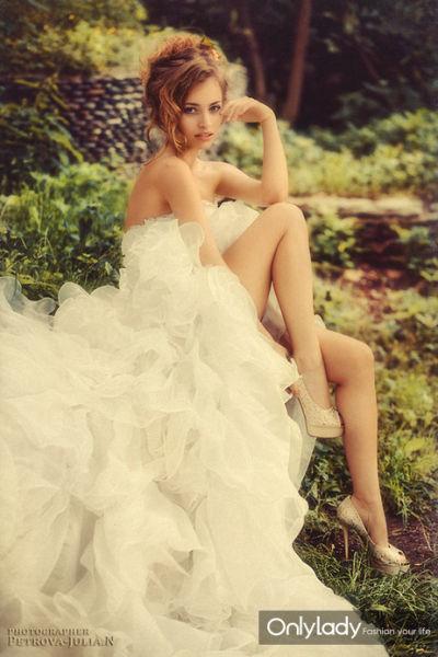 长裙摇摆下的曼妙身姿华丽的复古艺术优雅奢华