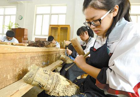 竹根雕文化走进象山中小学校园