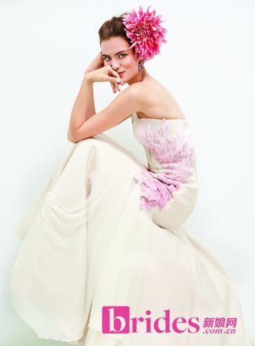 马卡龙色婚纱用甜蜜灵动色彩包围你的优美曲线