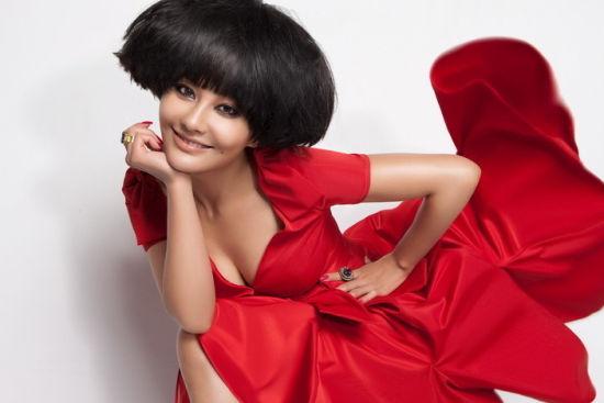 马雅舒拍红裙写真塑造完美知性新娘典范(组图)