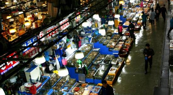 鹭粱津水产市场(《来自星星的你》拍摄地)