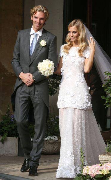 卡拉姐姐大婚姐妹同穿香奈儿高级定制婚纱