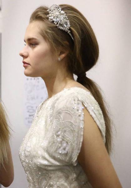 2015纽约时尚婚纱周镂空蕾丝打造最美的新娘