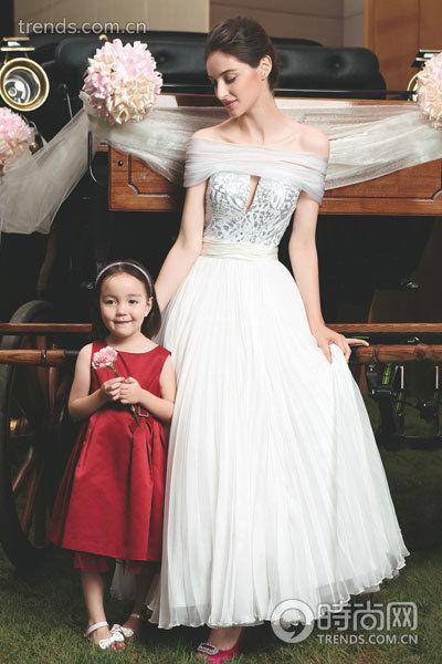 组图:专享皇家奢华礼遇真公主演绎经典婚纱