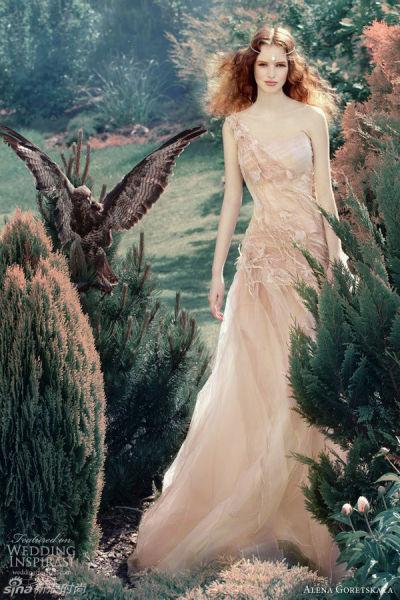 魔幻意境来袭俄罗斯仙范婚纱打造柔美新娘