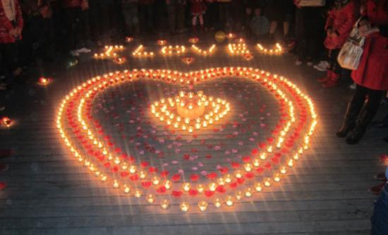 表白蜡烛摆法 浪漫蜡烛表白图片 表白蜡烛心形