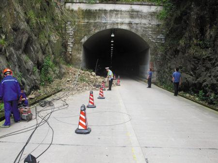 山体塌方堵了隧洞