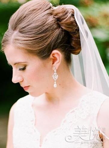 组图:准新娘婚礼必备之适合佩戴头纱的发型推荐