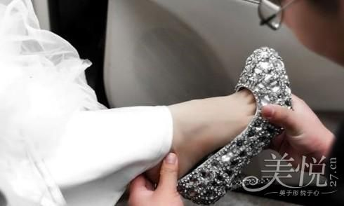 组图:浅色调新娘婚鞋推荐西式婚礼的最佳选择