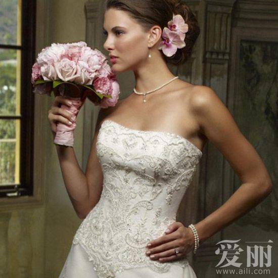 组图:完美贵气宫廷风范婚纱昭显新娘不凡品位