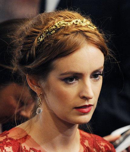 众多大牌明星红毯发型中找到了这些最具有婚礼上新娘发型感觉的图片