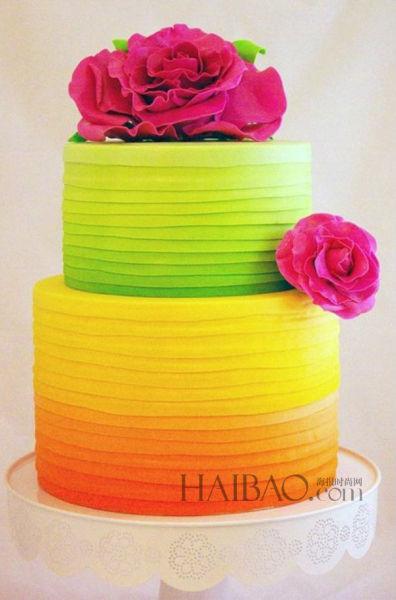 彩虹般婚礼蛋糕点亮婚礼带来浪漫仪式上的甜蜜