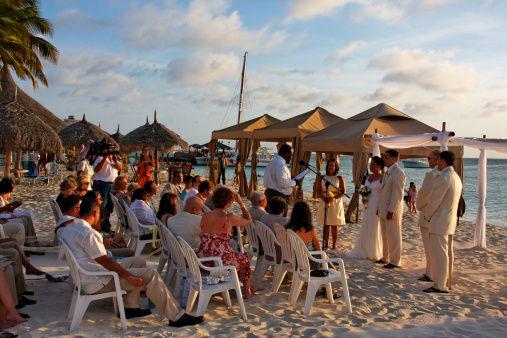 享受夏日阳光5招打造清爽沙滩婚礼
