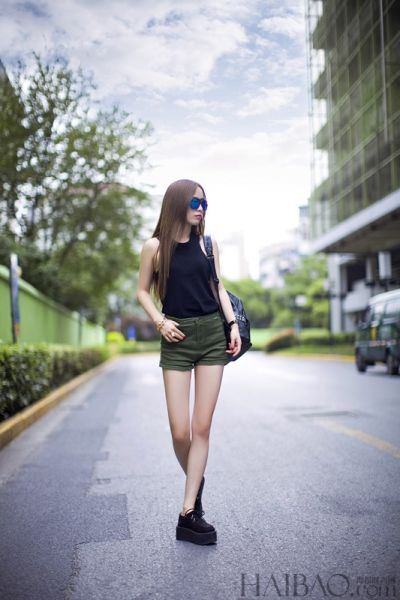 达人潮流示范教你玩转夏日黑色简约风尚
