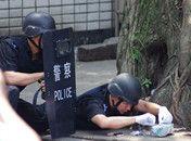 男子在派出所门前引爆炸弹被制服