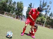 田亮父女助力世界杯森碟撒娇抱大腿
