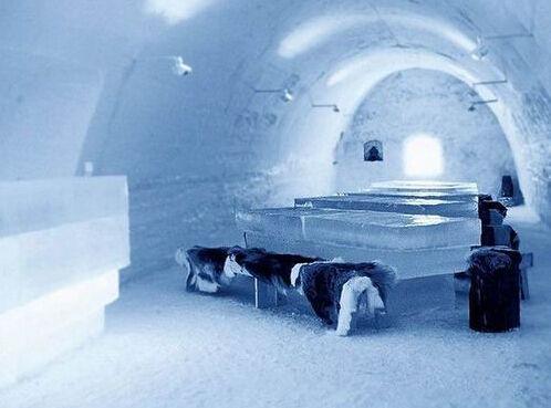 冰洞中的餐厅