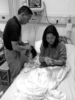宁波第七人民医院,入院观察的王女士准备出院。记者 崔引 摄