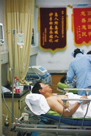 镇海区人民医院,受伤的工人正在接受治疗