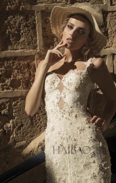奢华材质共同打造新娘婚礼红毯上360度的完美