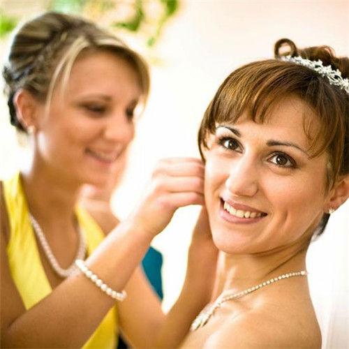 新娘要根据脸型挑选耳钉让完美新娘更精致