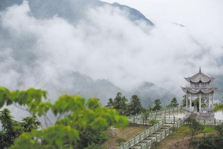 鄞州四明山中水雾美如云海