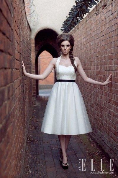 清一色短款婚纱礼服秀出新娘纤细身材(组图)