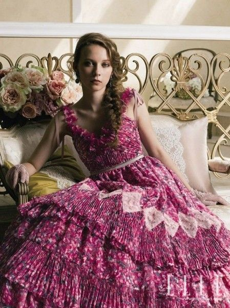 俏皮可爱的宫廷新娘装别致婚纱激发典雅之美