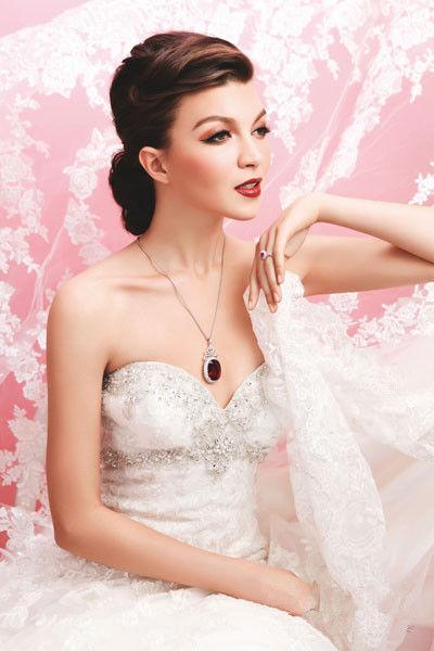 绚丽珠宝首饰让新娘如光般在婚礼上闪耀绽放