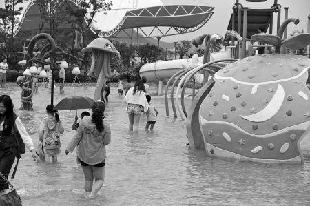 东钱湖水上乐园。
